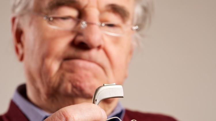 Hörgeräte schützen vor mentalem Abbau