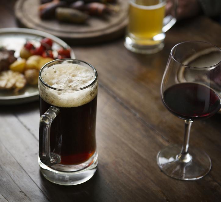 Bier vs. Wein: Ein internationales Forscherteam zeigt erneut die Gefahren eines übermäßigen Alkoholkonsums auf